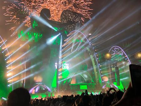 EDMが好きで毎年フェスにも行きます!!